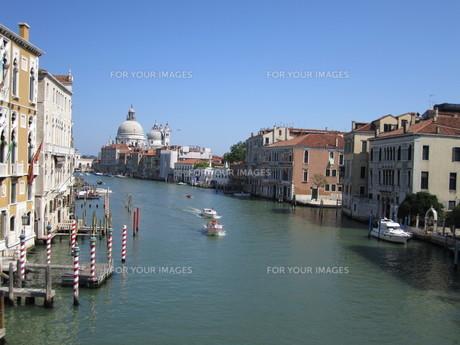 ベネチアの運河の写真素材 [FYI01194634]
