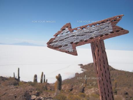 道しるべ ウユニ塩湖の写真素材 [FYI01194668]