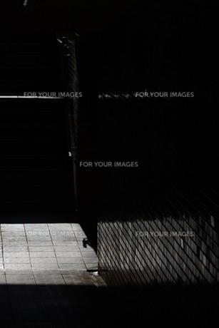 抽象 / 地下道の光と影の写真素材 [FYI01194675]