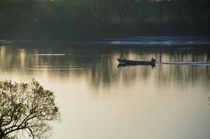 暮色・筑後川の写真素材 [FYI01195060]