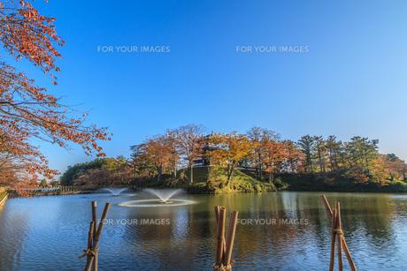 秋の高田城の風景の写真素材 [FYI01195437]