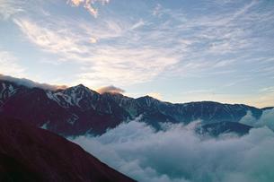 暮れ行く白馬三山の写真素材 [FYI01195636]