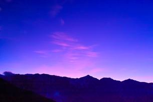 夕暮れの白馬三山の写真素材 [FYI01195638]