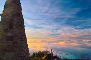八方ケルンと雲海の写真素材 [FYI01195651]