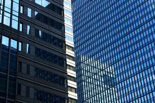 ビルの外壁にクローズアップした抽象的な都市のテクスチャの写真素材 [FYI01195746]