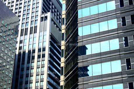 ビルの外壁にクローズアップした抽象的な都市のテクスチャの写真素材 [FYI01195747]