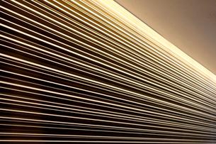 ライティングでコントラストが際立つ壁の写真素材 [FYI01195749]