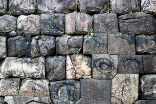 落ち着いた色彩の石造りの城壁のテクスチャの写真素材 [FYI01195750]