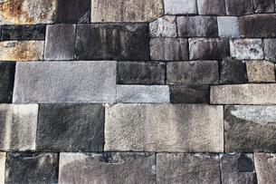 落ち着いた色彩の石造りの城壁のテクスチャの写真素材 [FYI01195751]