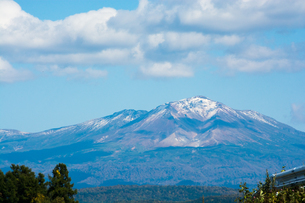初冠雪の高い山 大雪山の写真素材 [FYI01195946]