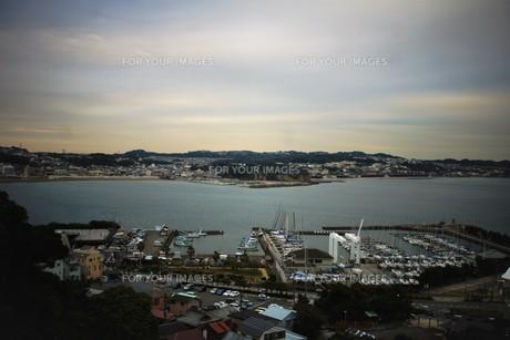 夕暮れの江の島の写真素材 [FYI01196045]