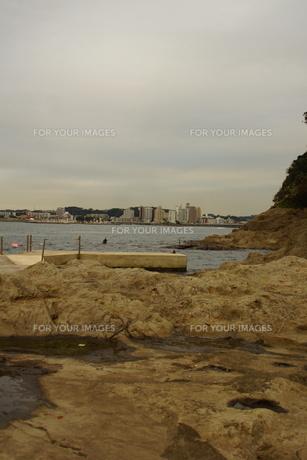 夕暮れの江の島(岩屋)の写真素材 [FYI01196066]
