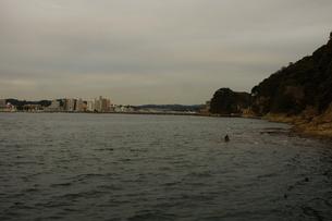 夕暮れの江の島(岩屋)の写真素材 [FYI01196069]