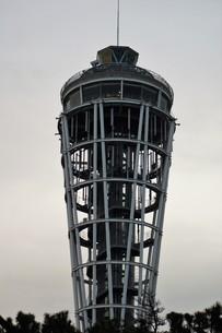 夕暮れの江の島(江の島タワー)の写真素材 [FYI01196076]