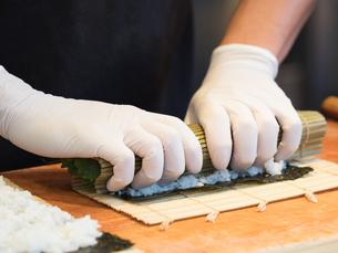 鮪の太巻き寿司の写真素材 [FYI01196203]