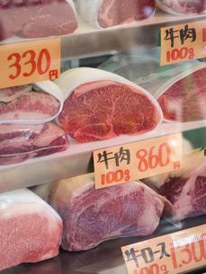 精肉店のショーケースの写真素材 [FYI01196265]