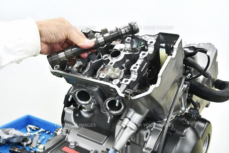 バイクエンジンの整備の写真素材 [FYI01196338]