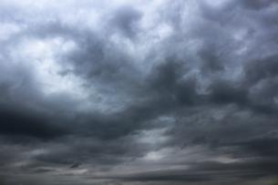 暗い曇り空の風景の写真素材 [FYI01196783]