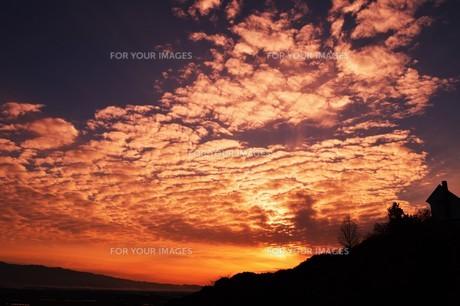 日本の風景・夕焼けシルエット / 九州福岡県朝倉市の写真素材 [FYI01196864]