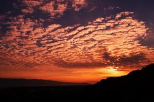 日本の風景・夕焼けシルエット / 九州福岡県朝倉市の写真素材 [FYI01196865]