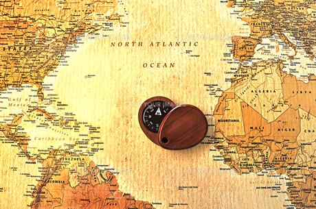 世界地図と方位磁石の写真素材 [FYI01196949]