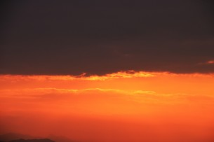 日本の美・ドラマチックな朝 / 九州福岡県朝倉市 のイラスト素材 [FYI01196976]
