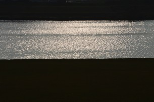 川面の抽象・筑後川 / 九州福岡県朝倉市の写真素材 [FYI01196977]