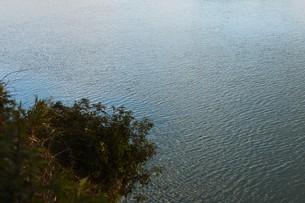 川面の抽象・筑後川 / 九州福岡県朝倉市の写真素材 [FYI01196978]