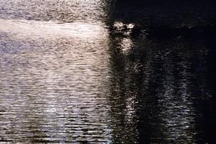 川面の抽象・筑後川 / 九州福岡県朝倉市の写真素材 [FYI01196984]