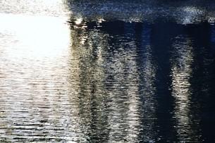 川面の抽象・筑後川 / 九州福岡県朝倉市の写真素材 [FYI01196986]