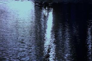 川面の抽象・筑後川 / 九州福岡県朝倉市の写真素材 [FYI01196987]