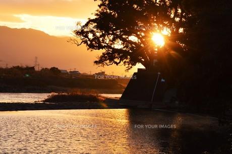 川面の抽象・筑後川 / 九州福岡県朝倉市の写真素材 [FYI01196989]