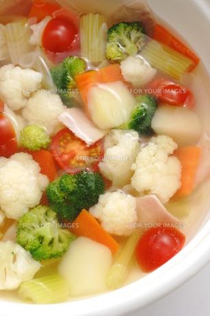 カリフラワーとブロッコリーのスープの写真素材 [FYI01197104]