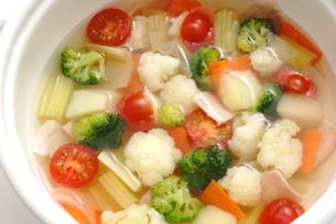 カリフラワーとブロッコリーのスープの写真素材 [FYI01197105]