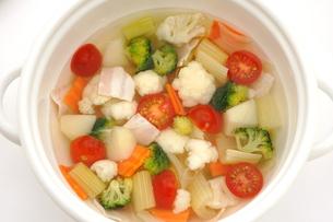 カリフラワーとブロッコリーのスープの写真素材 [FYI01197106]