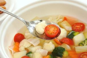 カリフラワーとブロッコリーのスープの写真素材 [FYI01197108]