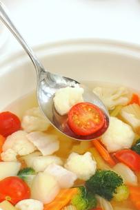 カリフラワーとブロッコリーのスープの写真素材 [FYI01197109]