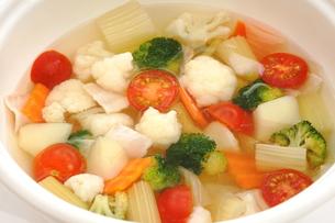 カリフラワーとブロッコリーのスープの写真素材 [FYI01197110]