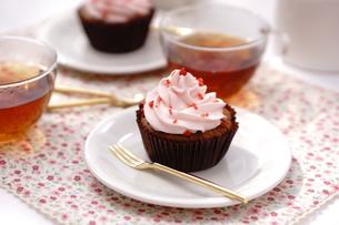 カップケーキと紅茶の写真素材 [FYI01197186]