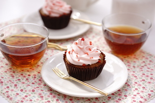 カップケーキと紅茶の写真素材 [FYI01197189]