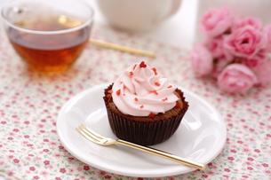 カップケーキと紅茶の写真素材 [FYI01197195]