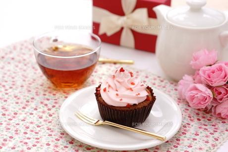 カップケーキと紅茶の写真素材 [FYI01197199]