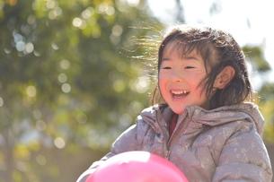 笑顔のこどもの写真素材 [FYI01197211]