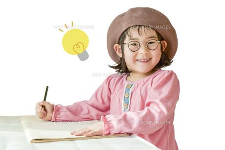 勉強する女の子の写真素材 [FYI01197213]
