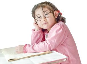 勉強する女の子の写真素材 [FYI01197215]