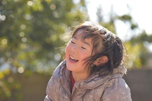 笑顔のこどもの写真素材 [FYI01197221]