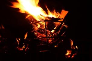 日本の風景・篝火(かがりび)の写真素材 [FYI01197279]