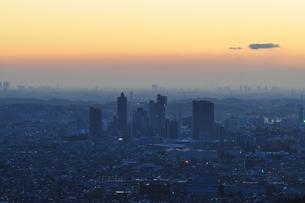朝を迎える地方都市の写真素材 [FYI01197515]