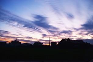 日本の風景・夕暮れのシルエット / 九州福岡県朝倉市の写真素材 [FYI01197554]
