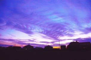 日本の風景・夕暮れのシルエット / 九州福岡県朝倉市の写真素材 [FYI01197557]